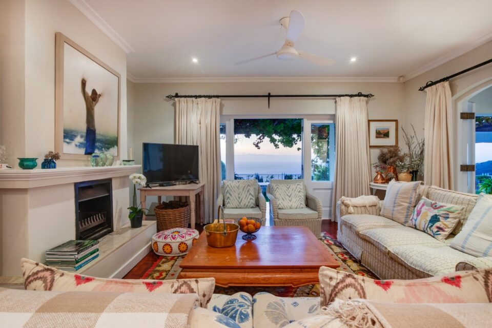 Overkloof - Living room with fireplace