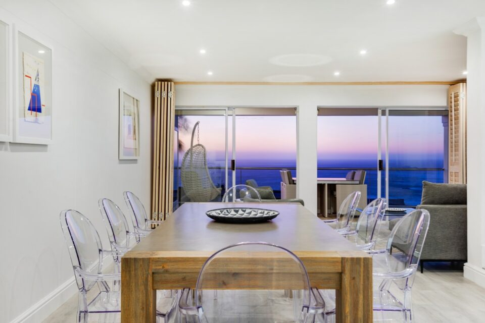 Alpha on the Bay - Dining room