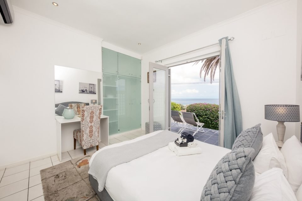 Indigo Bay - The Boat - Bedroom with view