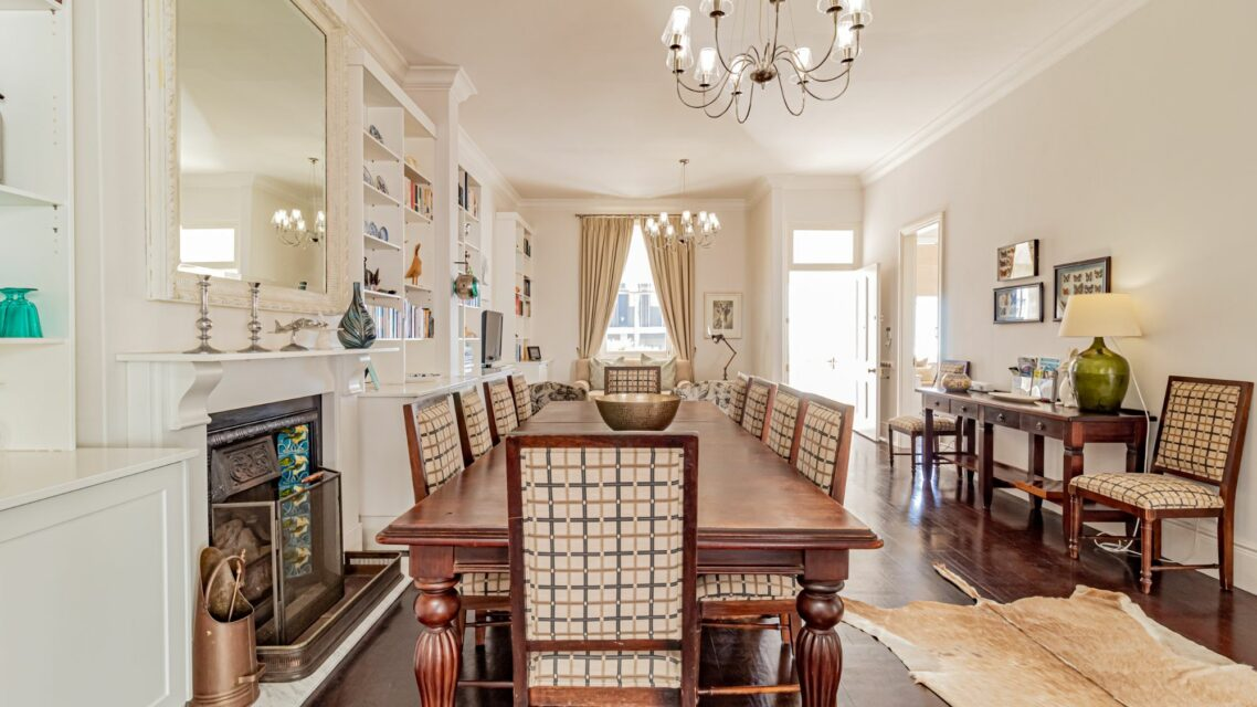 Six Selbourne - Dining area with fire place
