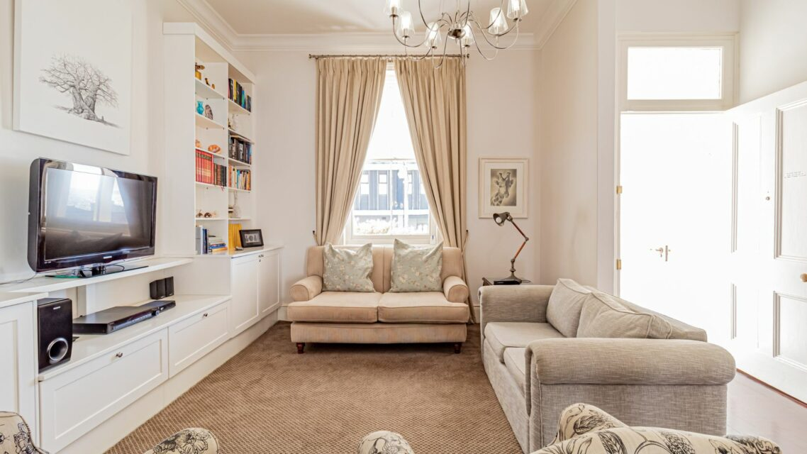 Six Selbourne - Living area with TV