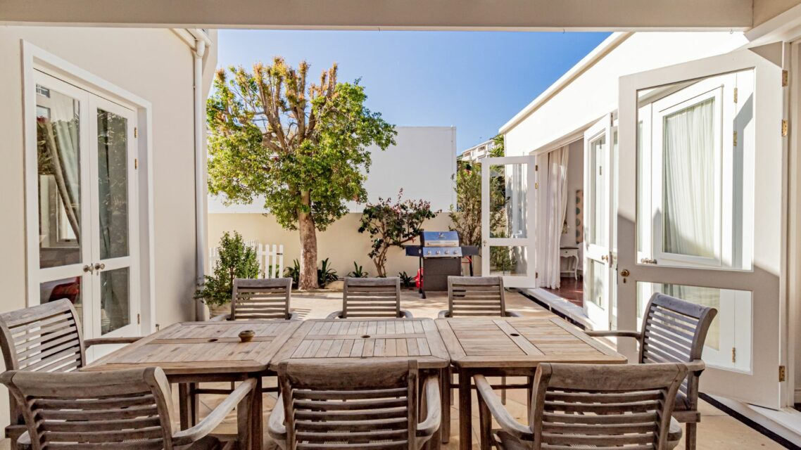 Six Selbourne - Outdoor dining and braai