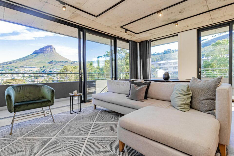 40 on L - Living room with views