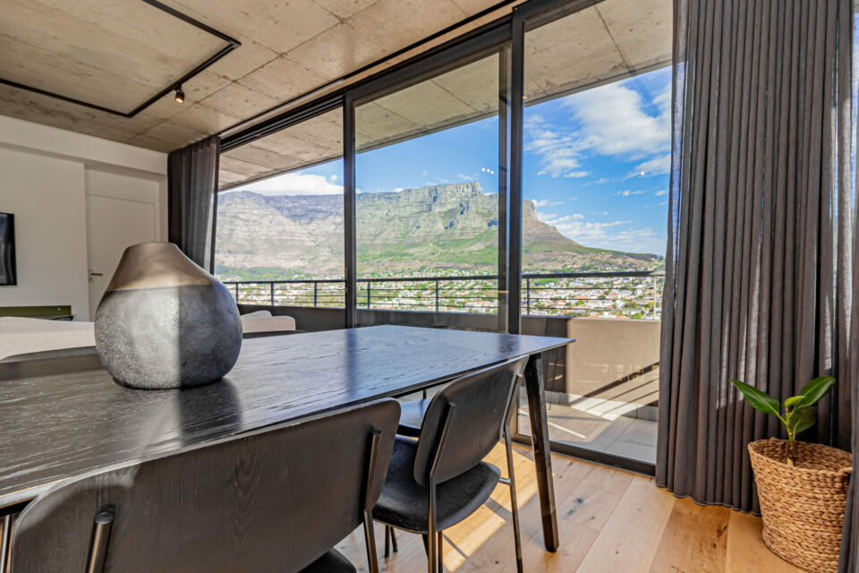 40 on L - Dining table with views