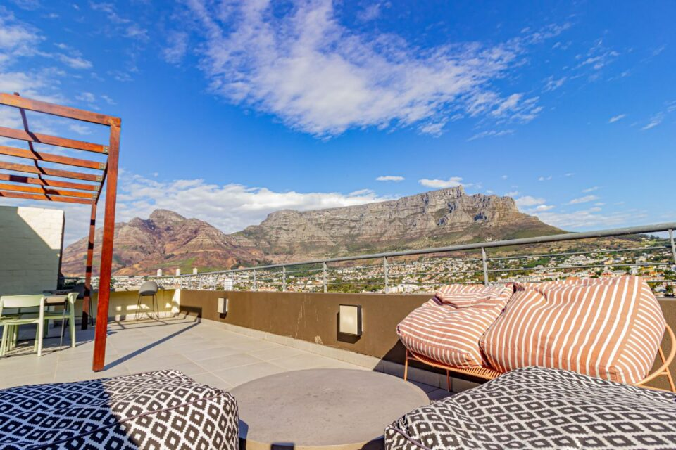 40 on L - Table Mountain Views