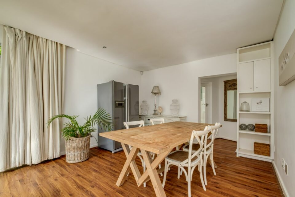 Silvertree - Cottage Dining Area