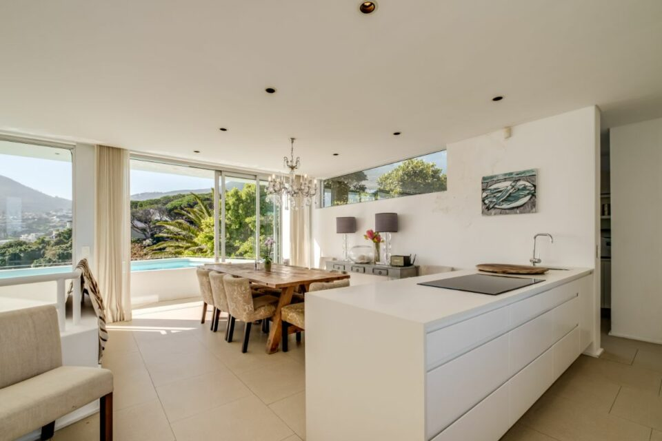 Silvertree - Kitchen and Dining Area