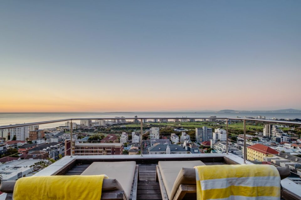 3 Degrees North Penthouse - City Views