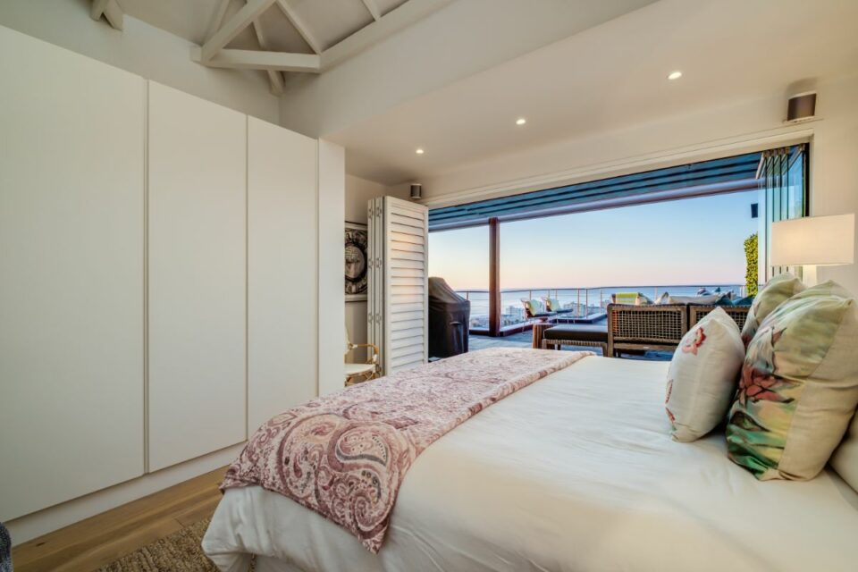 3 Degrees North Penthouse - Master with Access to Balcony