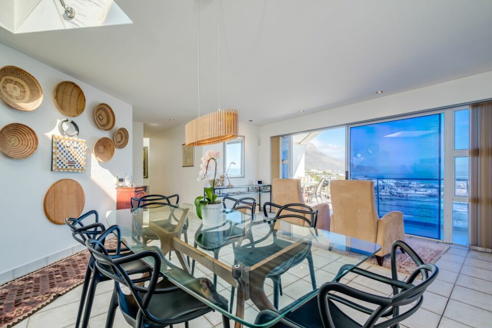 Camps Bay Terrace Penthouse - Indoor Dining