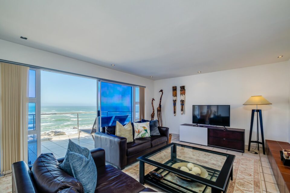 Camps Bay Terrace Penthouse - Lounge and TV