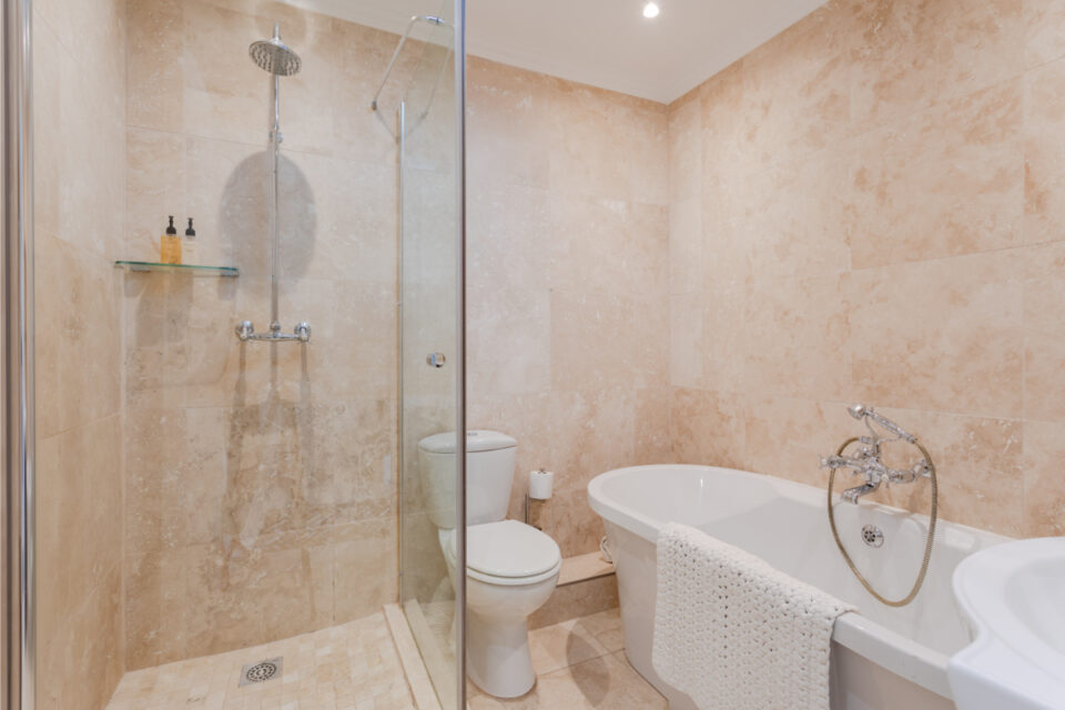 209 de Waterkant Piazza - Bathroom with bath and shower